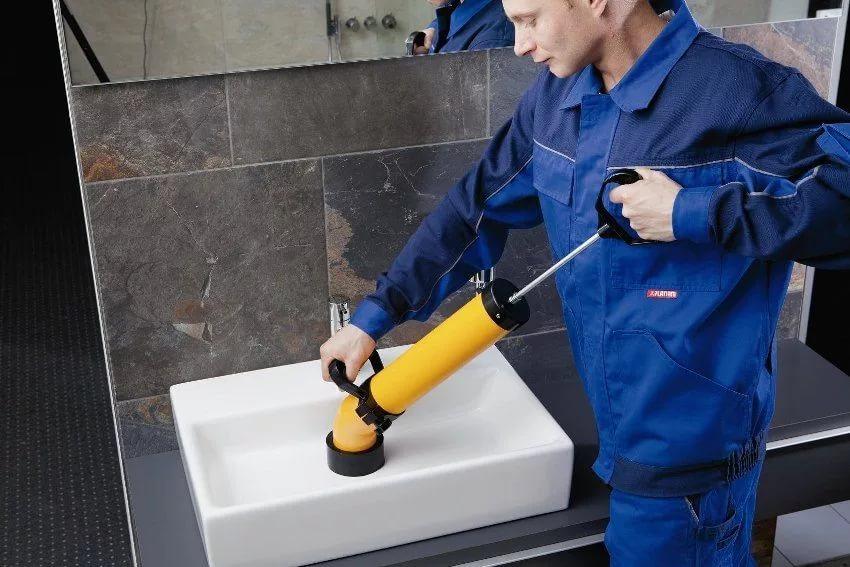 Прочистка внутренней канализации в ресторанах и на предприятиях