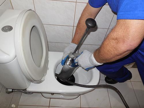 Как прочистить унитаз в квартире